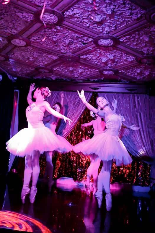 """Анастасия Волочкова, группа """"Градусы"""" и Рома Жуков поздравили единственное столичное Кабаре Le Rouge с седьмым Днем Рождения!"""