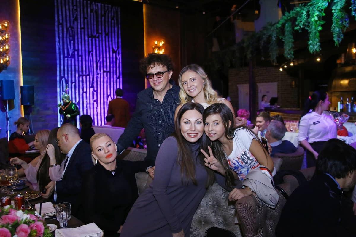 Роман и Елена Жуковы,Наталья Бочкарева,Полина Жукова-min