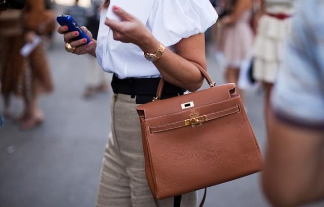 находиться в сумочке каждой женщины