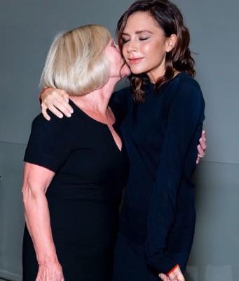 Виктория Бекхэм порадовала фанатов нежным фото с матерью