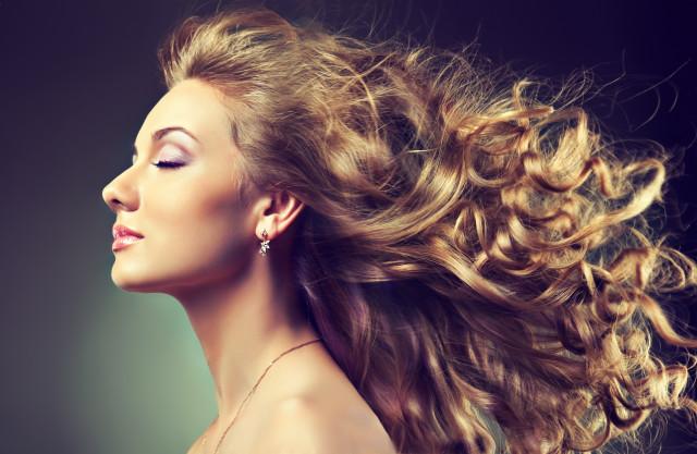 волосами