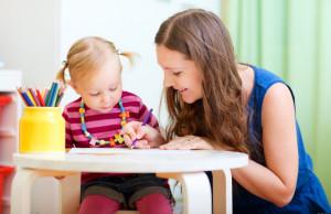 нанимать своему ребенку няню