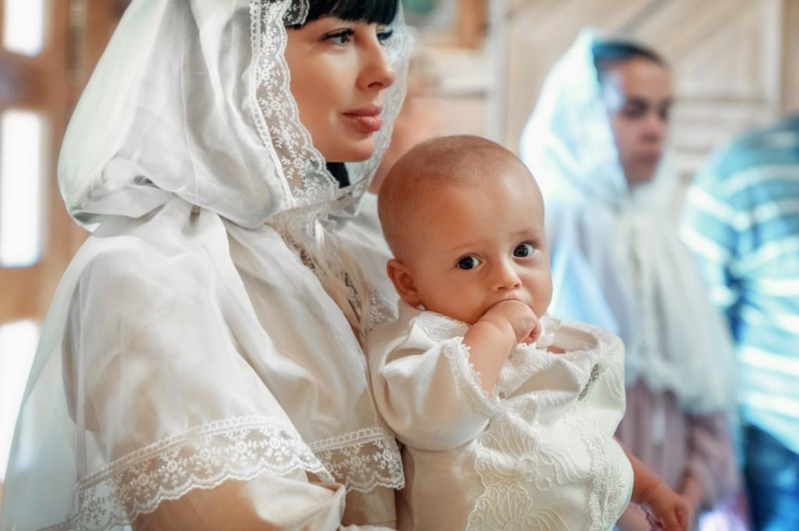 Нелли Ермолаева с ребенком