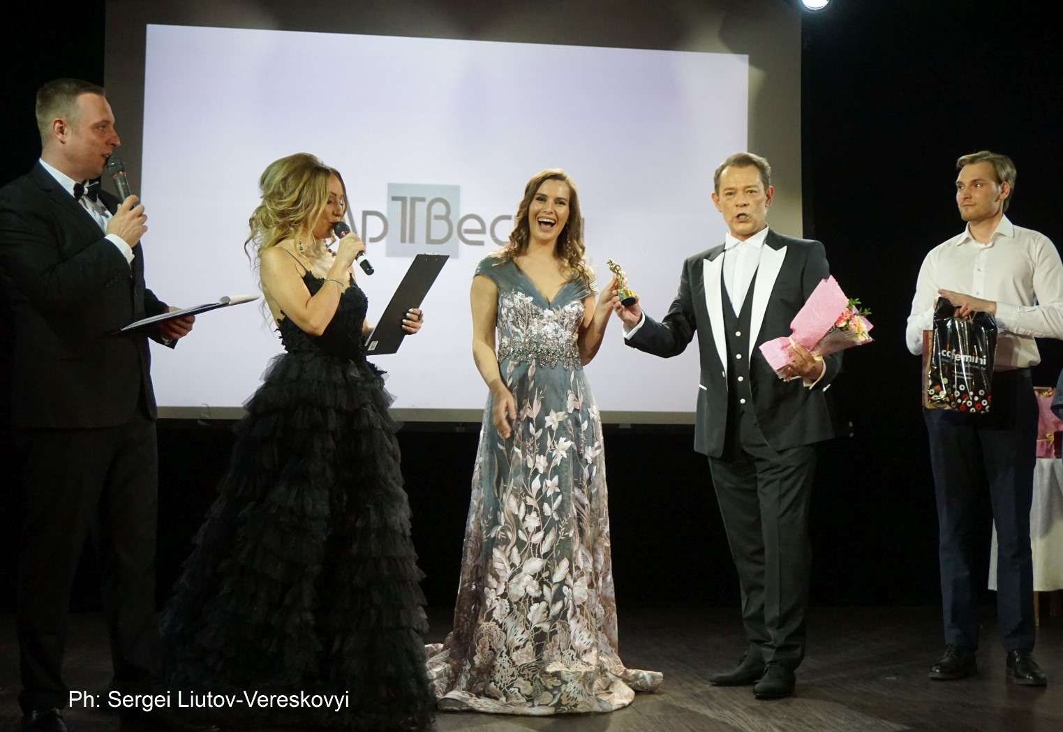 vadim-kazachenko-veronika-agafonova-art-business-awards-2019-womens-time
