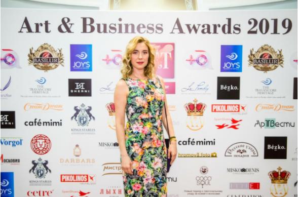 yuliya-mamontova-na-art-business-awards-2019-hudozhnik-goda-5